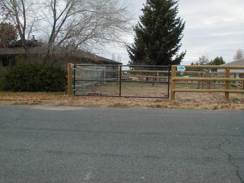 Custom Gate19 - Brown 3 Rail w/wire