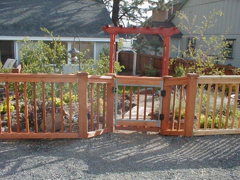 Cedar Picket Gate W/ Arch