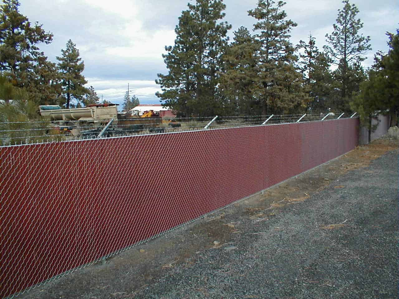 Chainlink W/ Red Slats