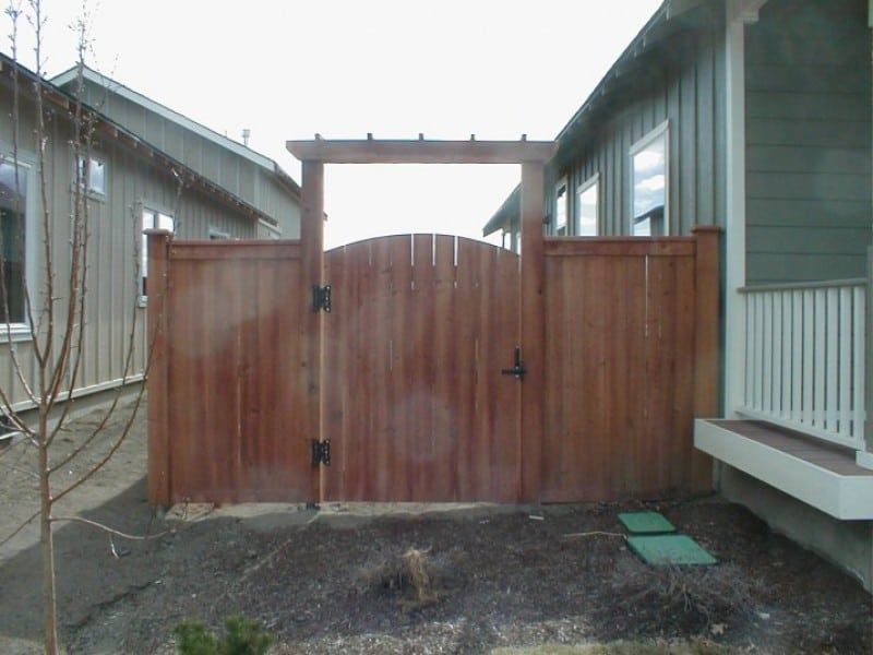 Shadowbox Cedar Gate w/Arch